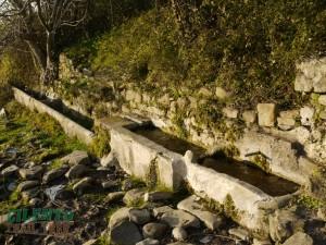 antica-fontana-usata-dagli-abitanti-come-sorgente